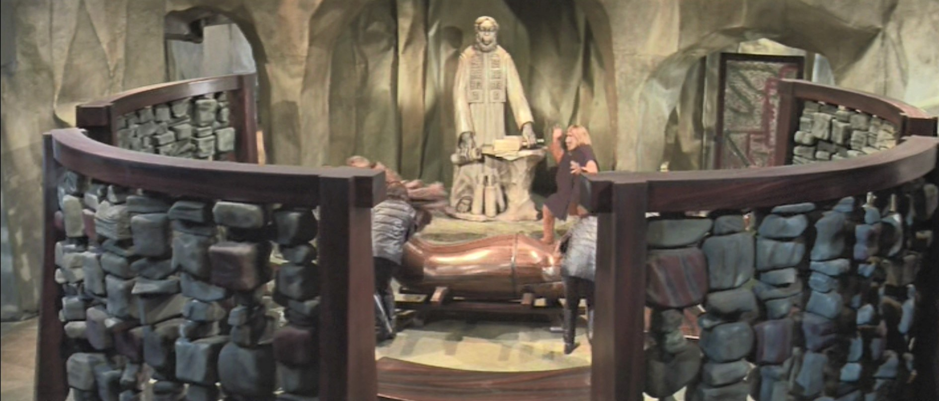 Planet of the Apes Set Church and Circular Room Divider
