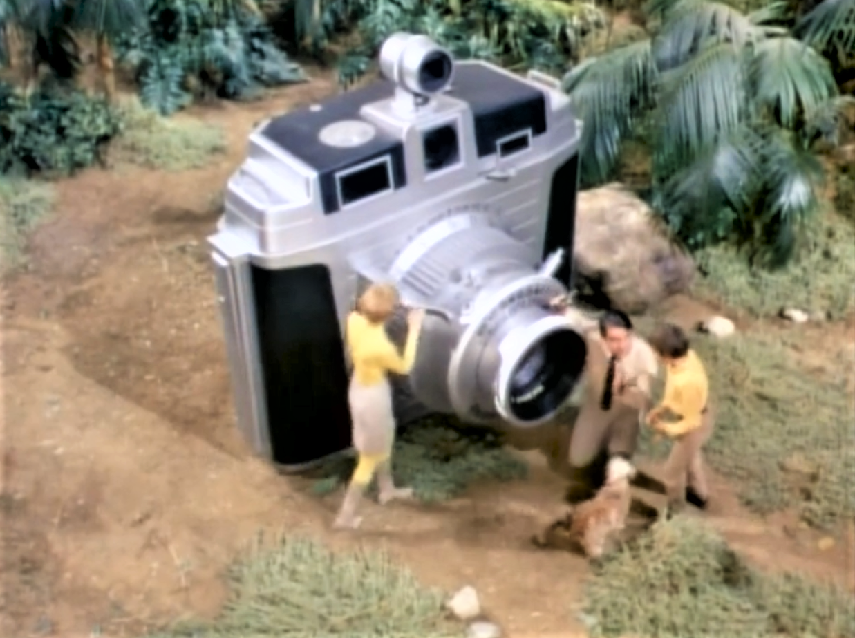 27 Giant Props From Land of the Giants - Invisible Themepark
