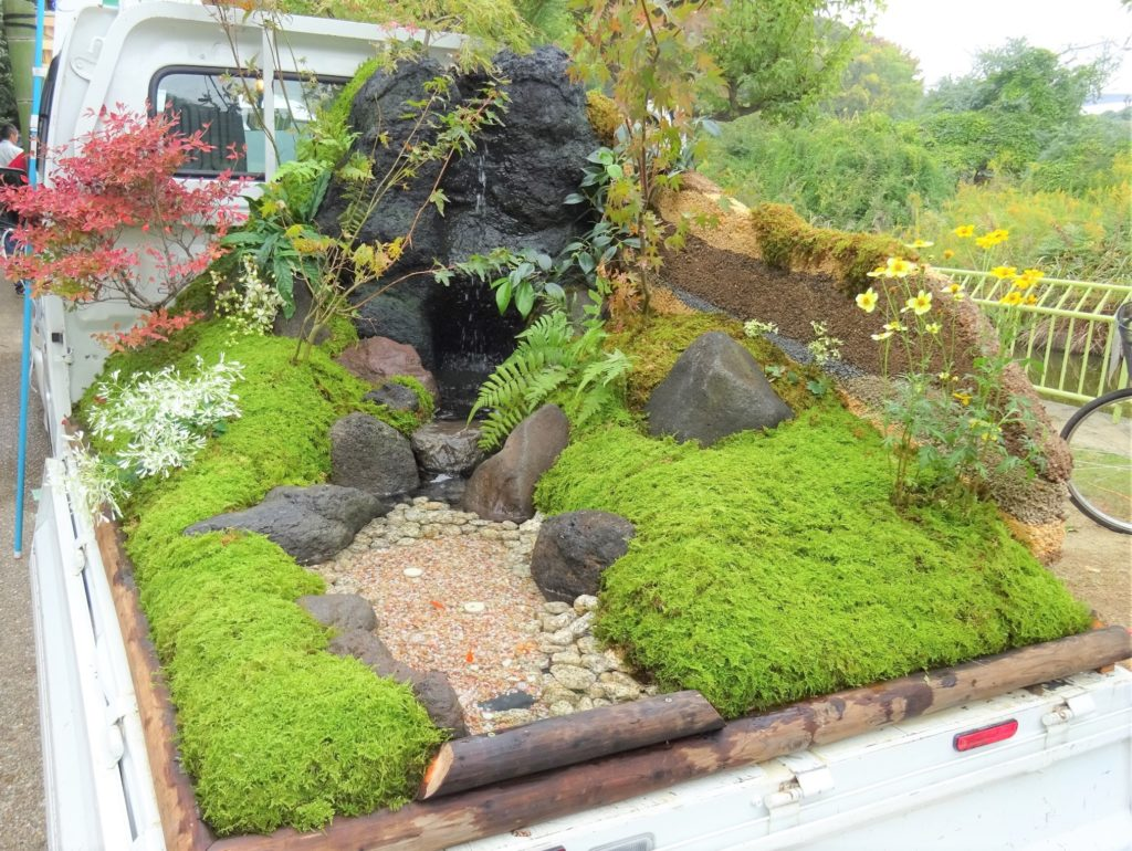 14 Rolling Japanese Kei Mini-Gardens You've Got to See